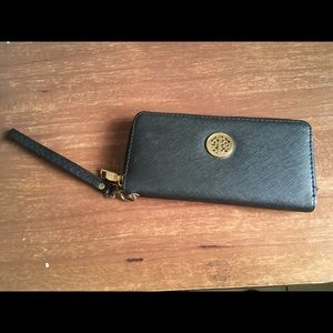Black Wallet wristlet Tory Burch vibes